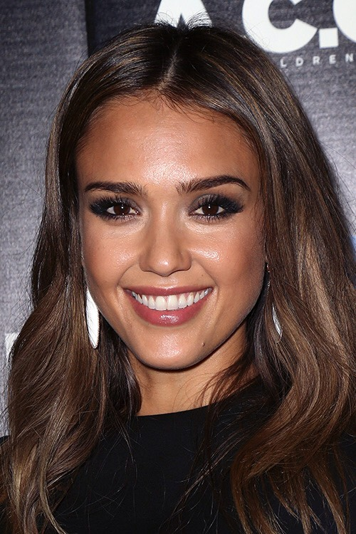 Jessica Alba uses these guides for the perfect contoured face. This can make you look 10 times more photogenic in a picture'