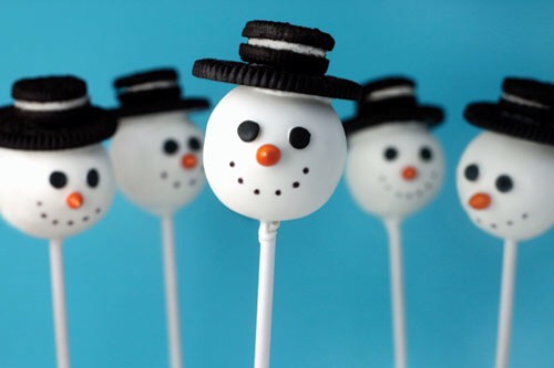 Now you can decorate the Oreo pop any way you would like. Dip it into chocolate, add sprinkles... Or even make a snowman!