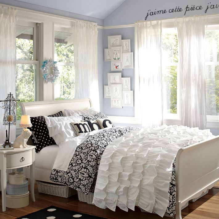 Teen girl bedroom ideas by SarahE Pizano - Musely