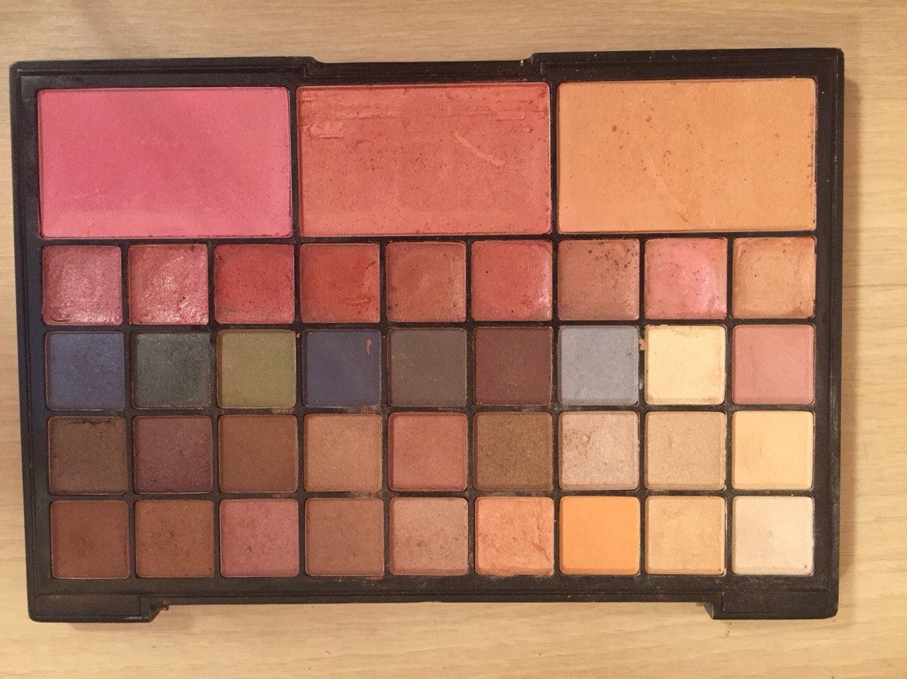 Get a palate of eyeshadows with Browns, blues, greens, purples, etc that you associate with bruises.