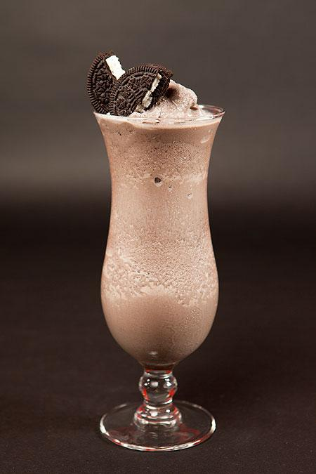 How to make an oreo smoothie.  YOU WILL NEED: