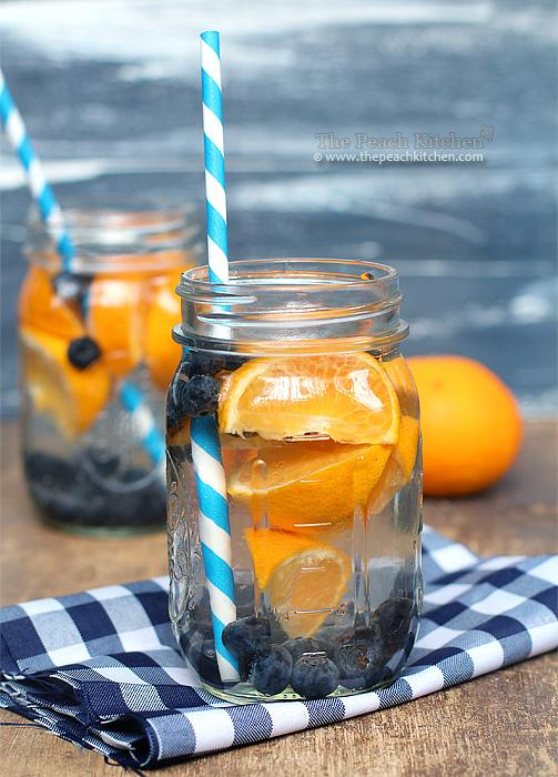 8. Blueberry-Orange water Blueberries and fresh mandarin oranges turn plain water into a treat. Plus you'll be getting powerful antioxidants from the blueberries, along with vitamin C from the oranges.