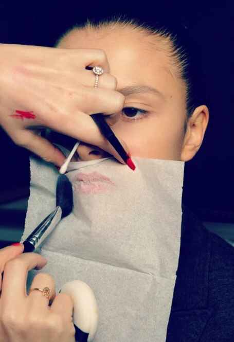 To make your lipstick stay all day, hold a tissue over your lips and dust them with translucent powder👄👌
