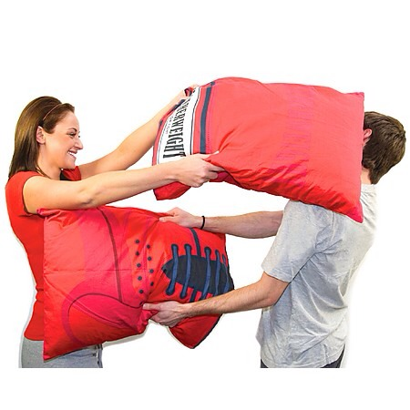 Boxing Glove Pillow Cases 🏆 $ via http://www.geekalerts.com/boxing-glove-pillow-cases/