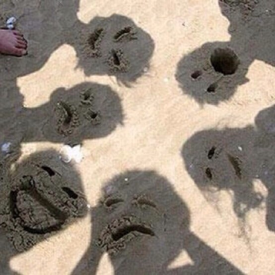 Sand faces photo op! I can imagine lots of giggles and creativity! 😊👍💗