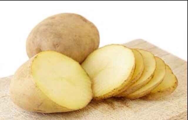 Slice a potato into thin slices. It doesn't matter if the potato is refrigerated or Not because it is naturally fresh