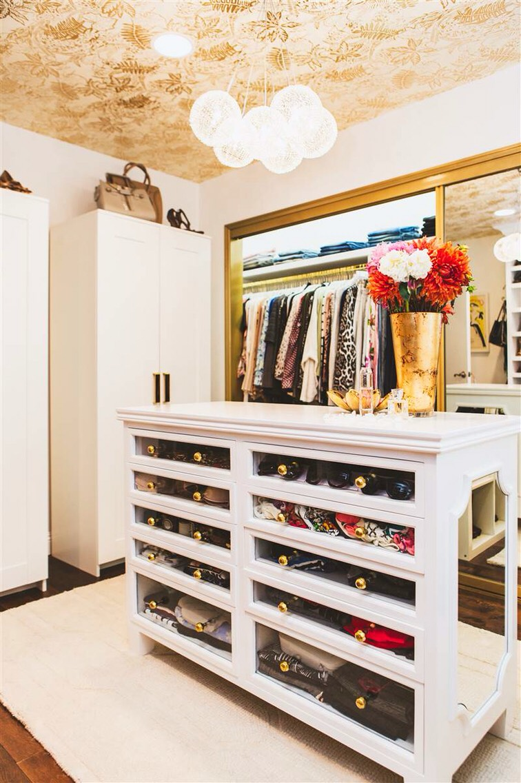 1. Go for the gold. The color gold has always connoted richness and luxury. Adding a bit of it to your closet will instantly impart a bit of decadent flair. To get the look, Adams suggests painting your closet's metal trim, or the ceiling above.