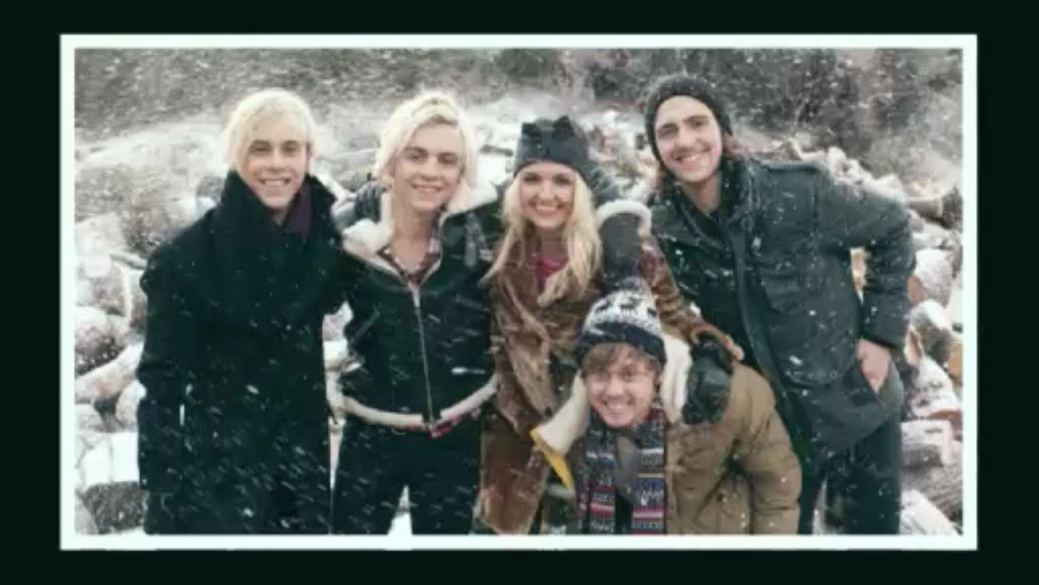 All in all, they are a family. Even when they DO break up, they will still be together. Because THEY brought us all together. And you know we are not just a fandom. We are a family. The R5 family. And family lasts forever.💗