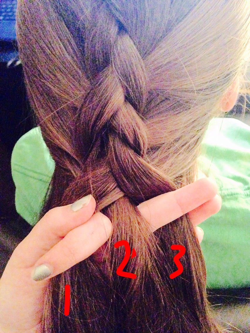 This was after I pulled it tight^^ the braid will stand out more if it's tighter.  Next page---👉