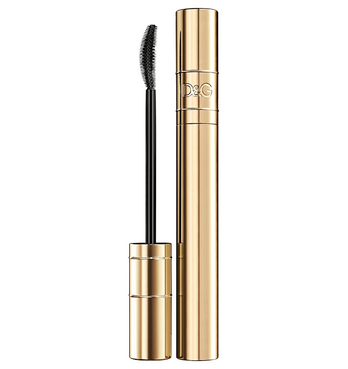1. For me, I use the Dolce & Gabbana passion eyes mascara. 🙈 But remember it's your choice of mascara  Anyone of them works
