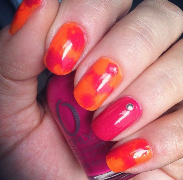 For these I pained an orange base coat, then dotted on orange and pink in different places on the nail. While it was still wet I placed a small square of plastic food wrap on the nail and pressed gently and removed.