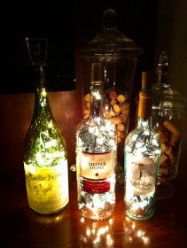 http://janinascasa.blogspot.com/2011/04/diy-bottle-lamp.html?m=1