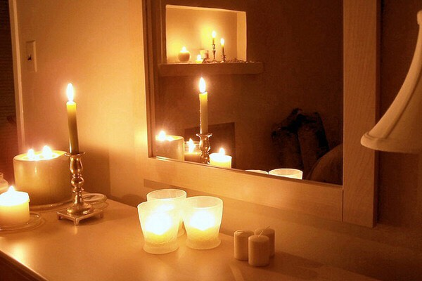 Dim down at night. While light boosts energy levels, darkness can soothe the soul, so balancing the two is key. In the evening, keep certain spaces (such as your bedroom) low-key by reducing overhead lighting and using a candle or two. The low light will help transition your system to a relaxed state and prepare you for sleep.