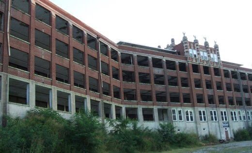 17.) Waverly Hills Sanatorium, Kentucky A major site for paranormal research, this now abandoned complex was once a tuberculosis sanatorium as well as a nursing home for the elderly and mentally handicapped. It is estimated that thousands have died here, with many of their spirits remaining behind