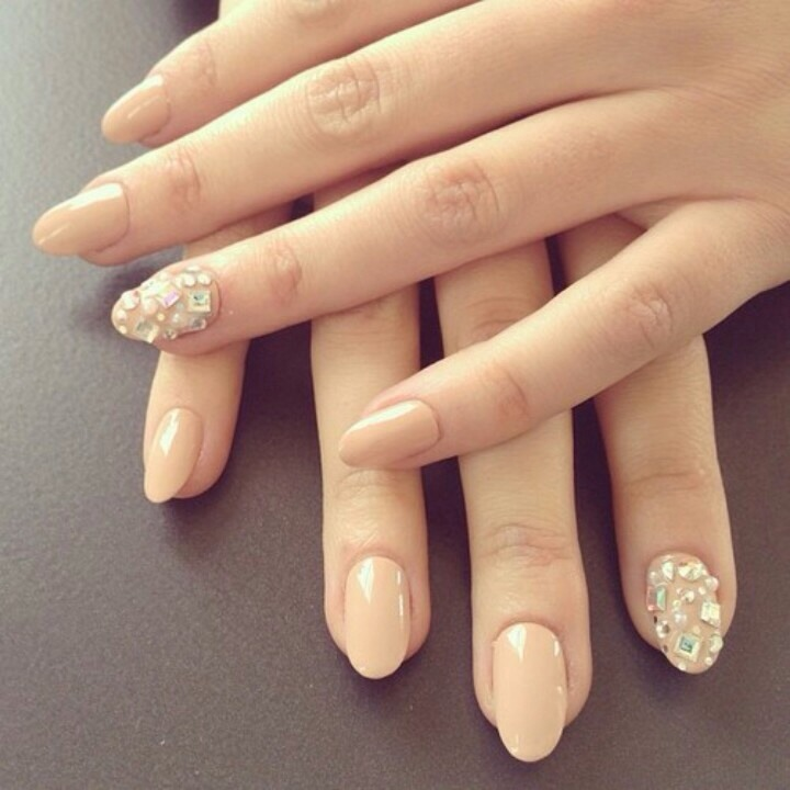 Nude nails look very nice, with the gems they look even nicer, fabulous for any occasion!