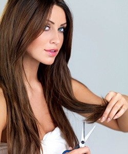 Trim the ends of your hair regularly, it can remove split ends and prevent your hair ripping upwards 💇