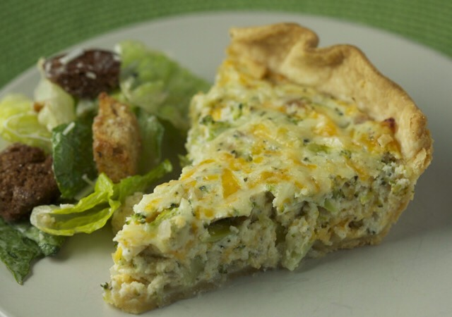 Entire recipe makes 8 servings Serving size is 1 slice (1/8th of quiche) Each serving = 5 Weight Watchers Points