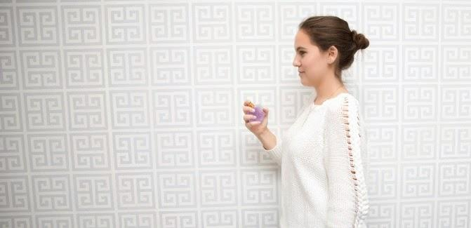 7. For a lighter scent, spray the fragrance in the air and slowly walk into the mist. The spray will distribute evenly across your body and leave you with a hint of fragrance for occasions when you don't want to smell as strong.
