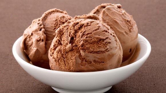 -2 scoops of chocolate ice cream