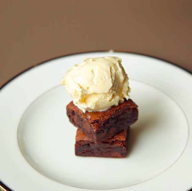 6. Then make your sundae stack for the filling: BROWNIES + ICE CREAM, Y'ALL.