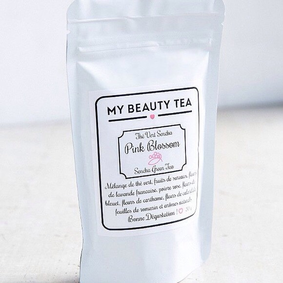 Green Tea: Filled with antioxidants and polyphenols, green tea is said to improve immunity, help rid the body of free-radicals thereby helping to protect against disease, speed up your metabolic rate and re-hydrate. A little caffeine can also help ease an aching head.