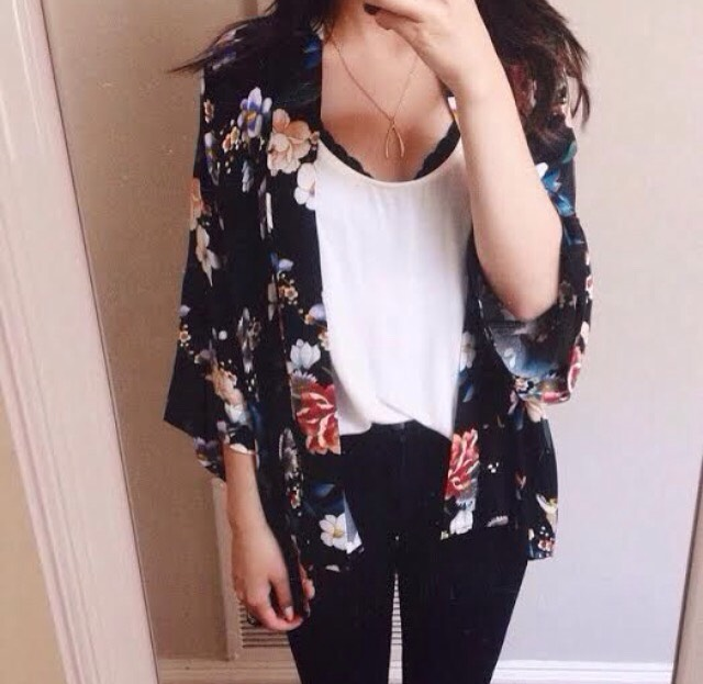 A bit chilly? But also wanna go with a cute top? This outfit is for u🌺