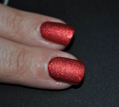 Or put the matte top coat after the glitters for a really special look!