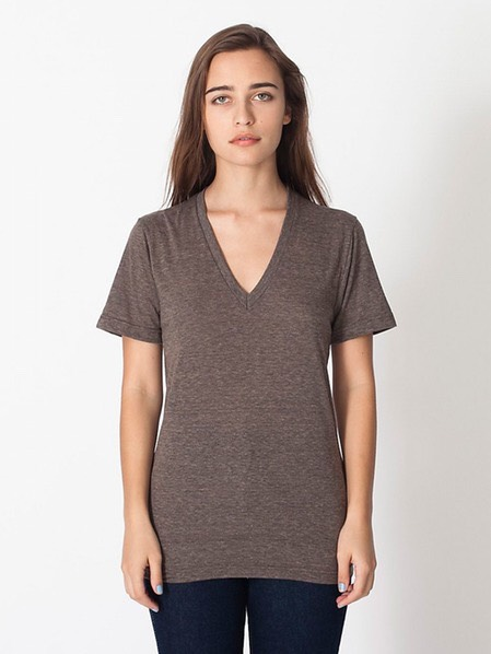 A V-Neck Tee This is a no brainer. An easy to slip into v-neck T-shirt is ideal for the entire school year. Whether worn with a statement necklace or kept casual with leggings, a basic v-neck is a definite must-have.