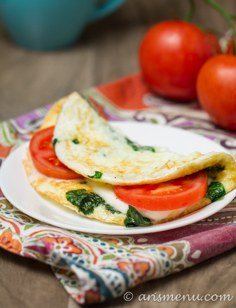 This filling egg white omlet only has 121 calories per seving but packs a whopping 18g of protein to start your morning right. Make it extra special with homemade basil pesto.