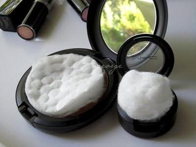 4. Put a cotton round in your makeup. To avoid breaking your makeup, use cotton rounds to protect it during the move. A cotton round fits nicely inside of powder compacts, and smaller cotton balls will fit inside of eye shadow palettes.