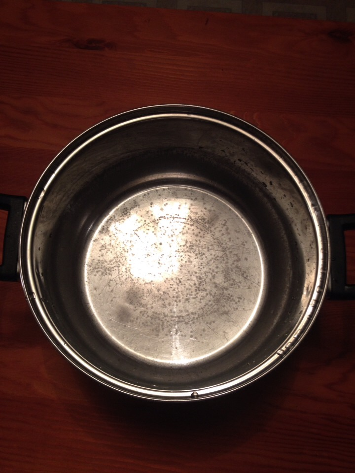 So your pots are starting to look like this and your wondering what to do about it? You can restore the shine easy in 15 mins. Just pour enough vinegar to cover bottom of pot. Let it soak for 15 mins. Scrub all around the rest of pot with a soft scrubbing pad. Rinse with cold water.