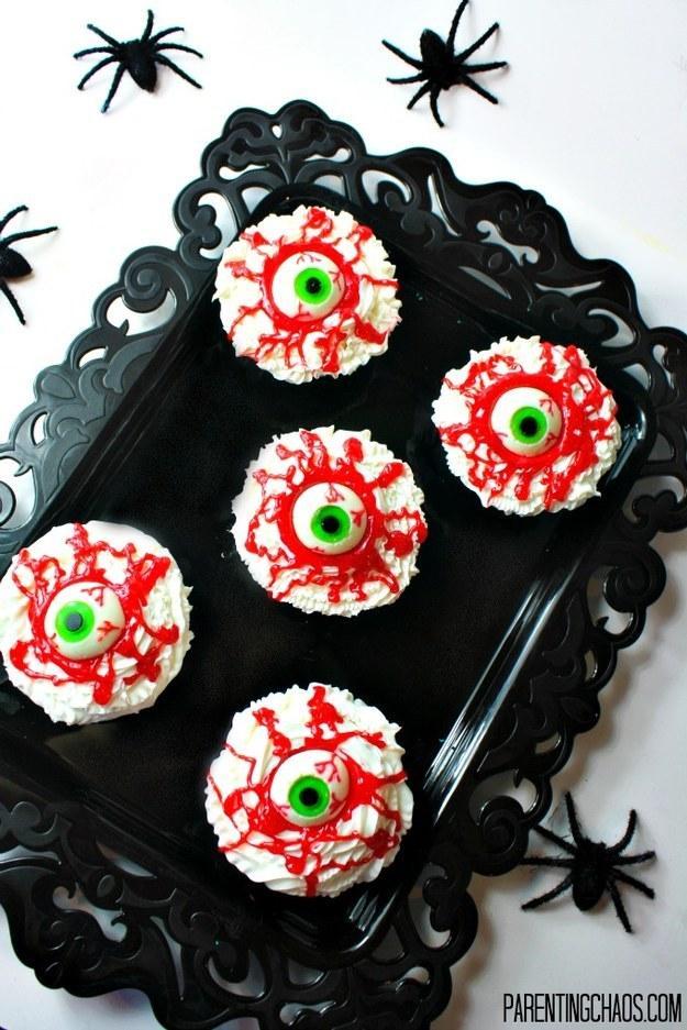 Recipe: http://parentingchaos.com/bloodshot-eyeball-cupcakes/