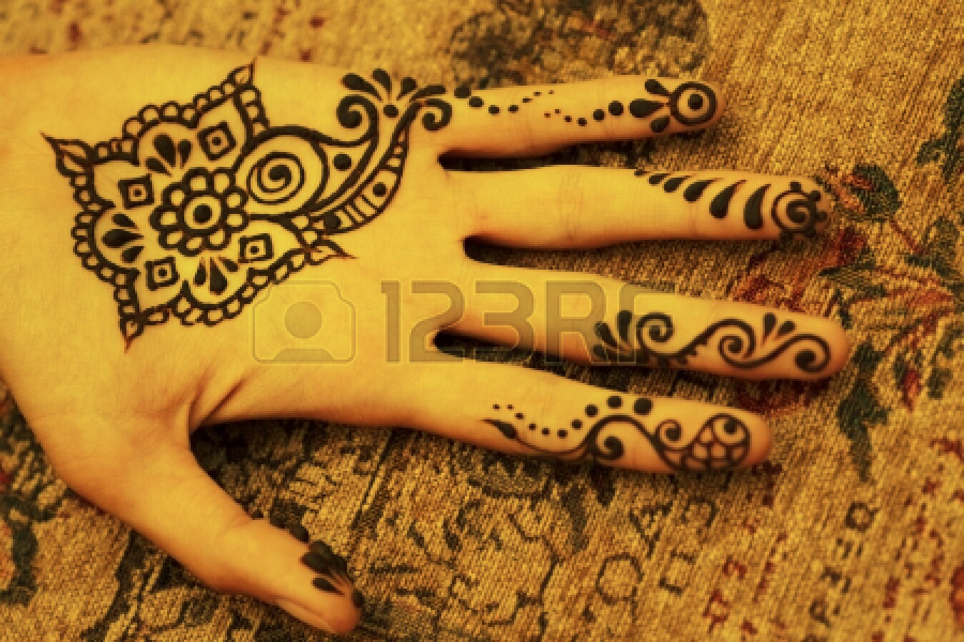 With this technique, you can create any temporary henna tattoo you want!