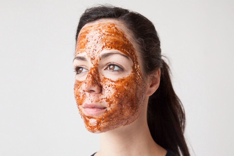 Make a paste of honey and cinnamon powder. Apply your face and neck, Rinse off with cold water after 10 minutes. It repairs damage skin.