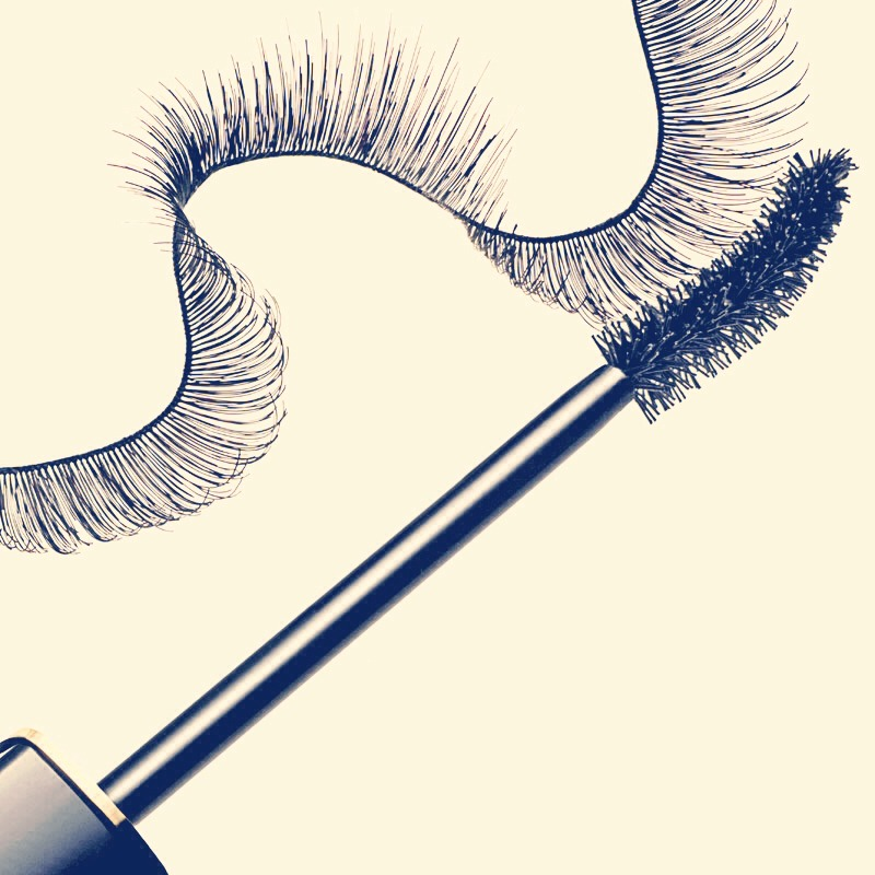 Makes your lashes longer and look more fuller.When You Apply Mascara Pull Your Eyelid Outward From The Corner(Left/Right).Makes Your Lashes Longer
