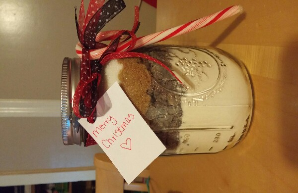 Add a candy cae for a cute finishing touch and you have your finished mason jar cookie recipe! Enjoy!
