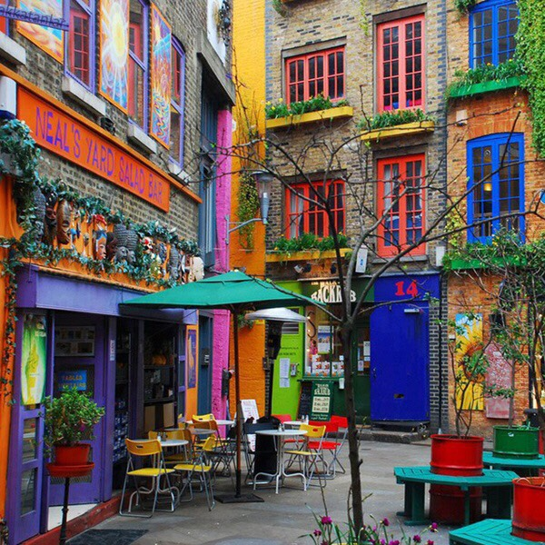 Neal's Yard : filled with many shops and tea houses worth visiting. Maybe pick up a special souvenir if you're a tourist.