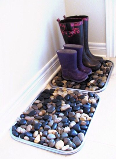 It's a great way to bring a little of the outdoors inside, and it's such a simple and pretty idea, like our Pebble Mat from a few months ago, but easier! Those of you who have young boys won't be able to make these for a few years,but the rest of you can go out&get a few bags of river rocks $ store.