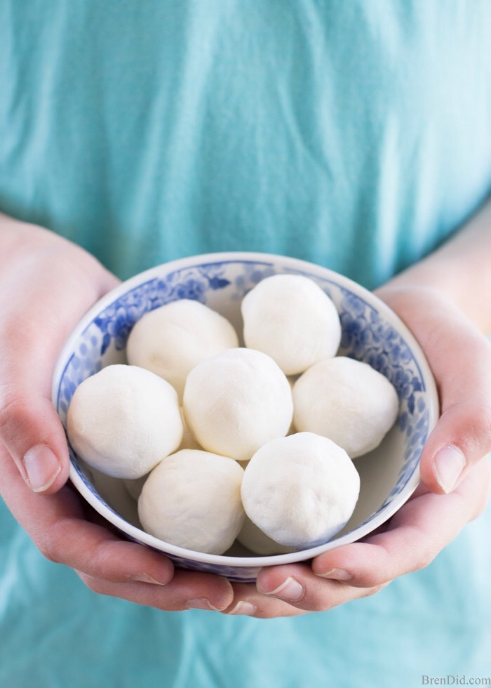Measure2 tablespoons of mix + roll into tight balls.  Place bath melts onto wax orparchment paper to cool.  Roll bath melts in ½ cup powdered milk for a decorative finish.