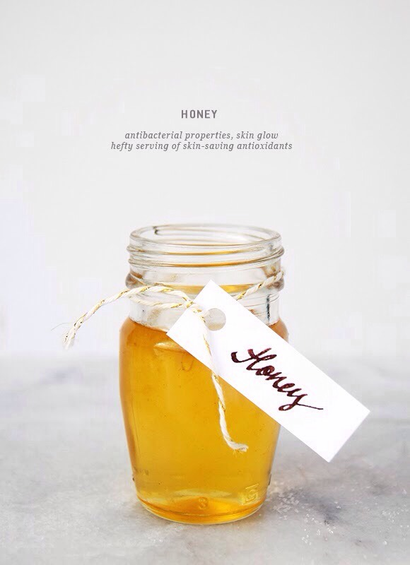 2️⃣ HONEY |Honey is naturally antibacterial, so it's great for acne treatment + prevention. Full of antioxidants, it is great for slowing downaging.It is extremelymoisturising+ soothing, so it helps create a glow.Honey is clarifying because it opens up pores making them easy to unclog.