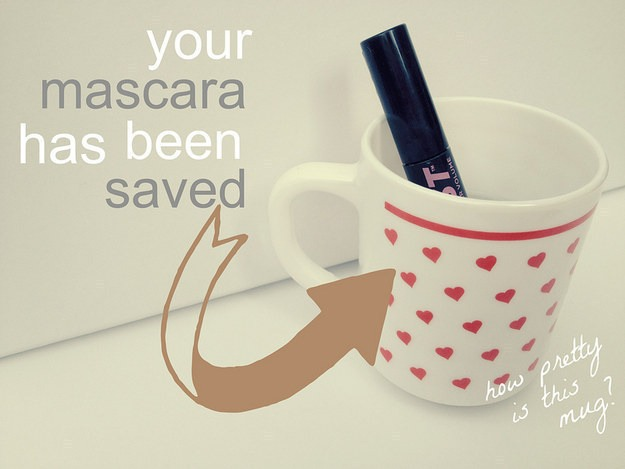 Liven up an old dried mascara by dipping it in hot water for 5 to 7 mins. 😍