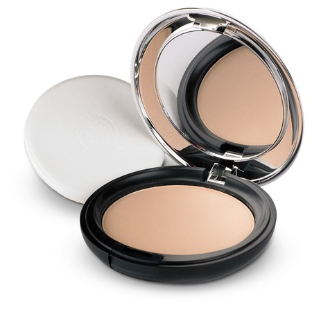 Pressed powder, used to set foundation and concealer
