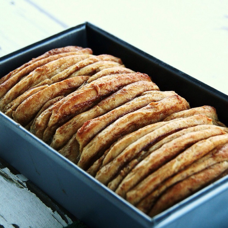Cinnamon Pull Aparts: Cinnamon Pull Aparts By Erin Konecsni