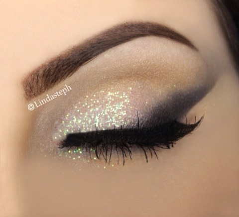 Extra tip: you can also use tape for the perfect crisp eyeshadow line