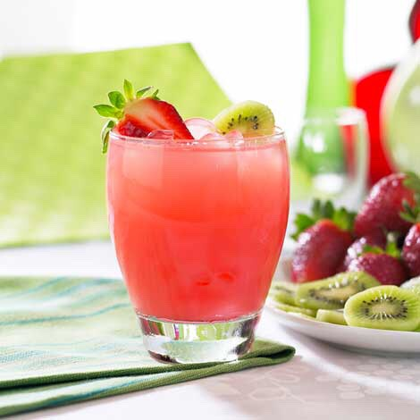 So easy to make and it's my favorite drink for summer🍓🍹☀️