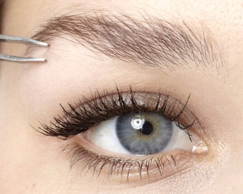 Step 2  If there are any strays – remove them. If your eyebrows are genuinely full – skip to Step 4.