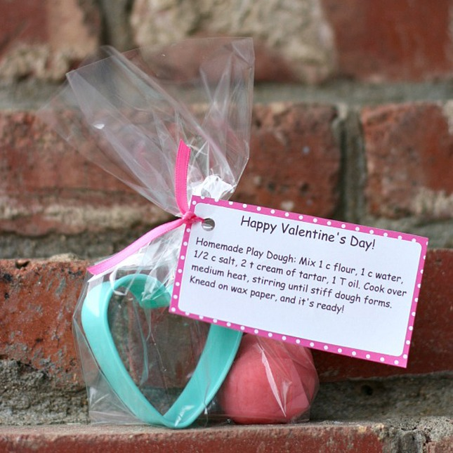 Play Dough Cookie Cutter Card: Here is another interactive, not messy, Valentine's Day card to hand out to your child's class. Homemade play dough is super easy to make and a fun day project to do with your little DIY-er!