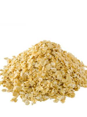 6. Soothing Oats We heart oats. Not only do they help calm sensitive skin, they also condition an oily complexion without making it greasy. Here are two ways to beautify with them: