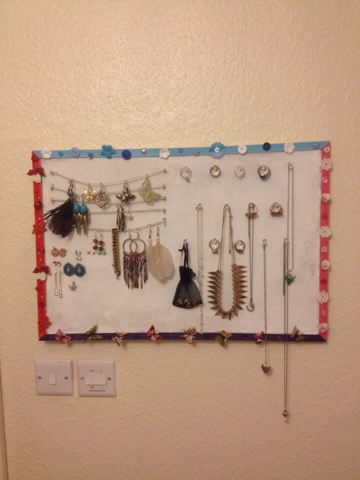 this is a fairly big cork board but if you only have a small one you can hang the dangly earrings in the same way you pin the studs to save space!