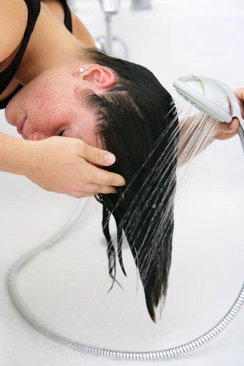 Rinse hair